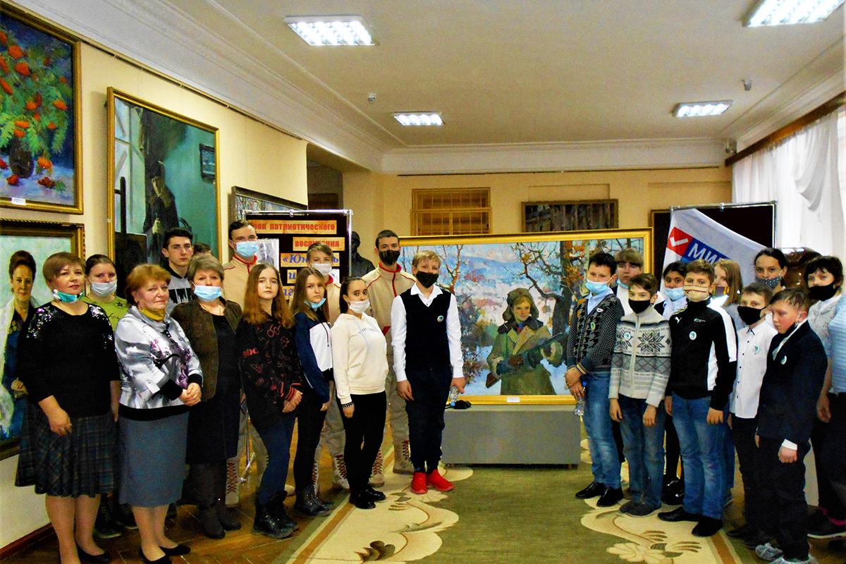 В Стаханове состоялся урок патриотического воспитания, посвященный Дню юного героя-антифашиста