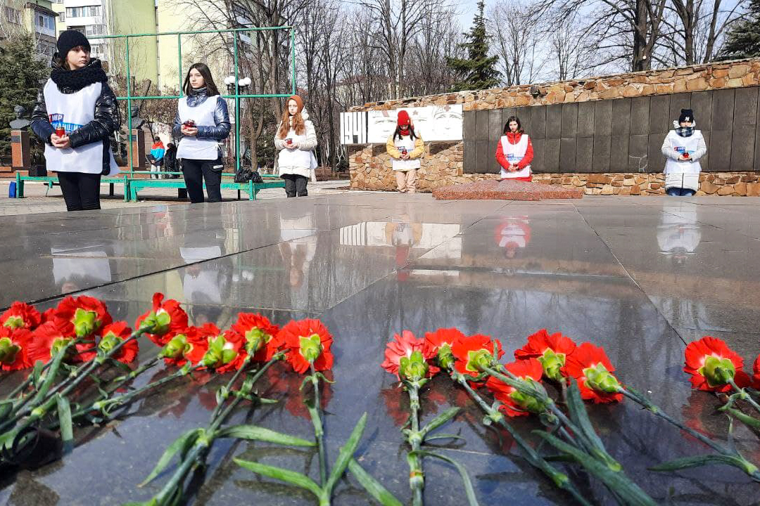 Депутат и активисты Антрацита почтили память погибших во время Великой Отечественной войны