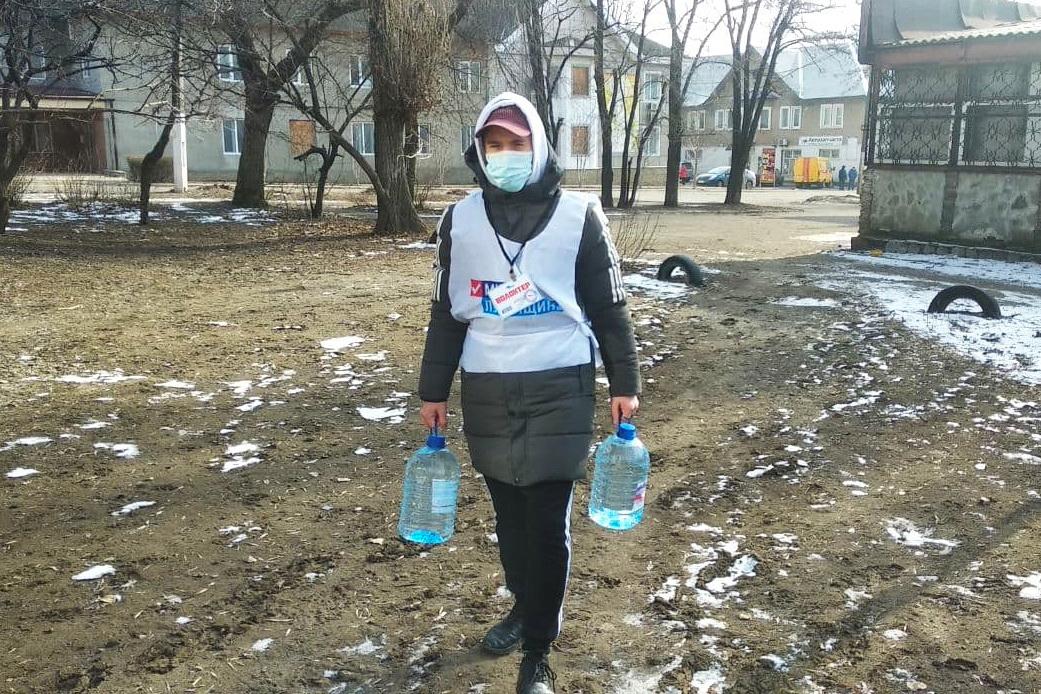 Волонтёры акции «Рука помощи» за неделю помогли двум жителям Стаханова