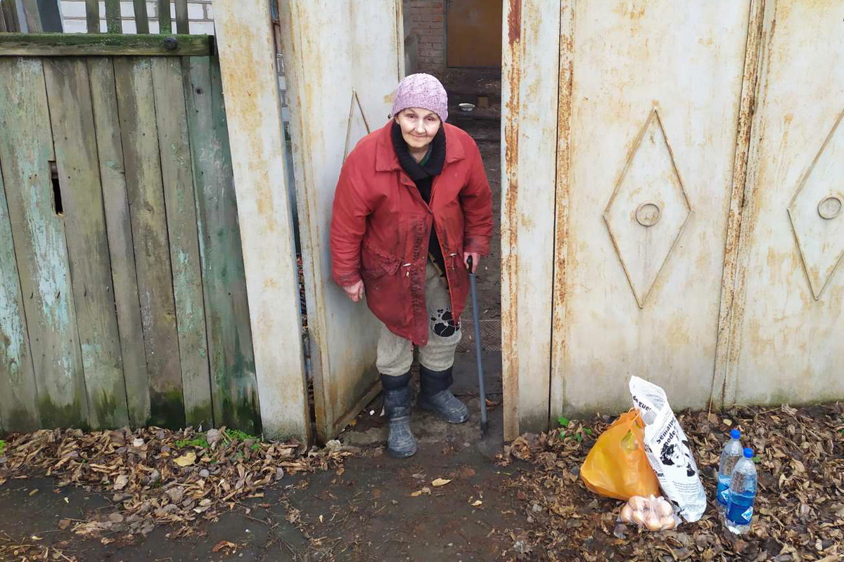 Волонтёры помогли 7 жителям Луганска в рамках акции «Рука помощи»