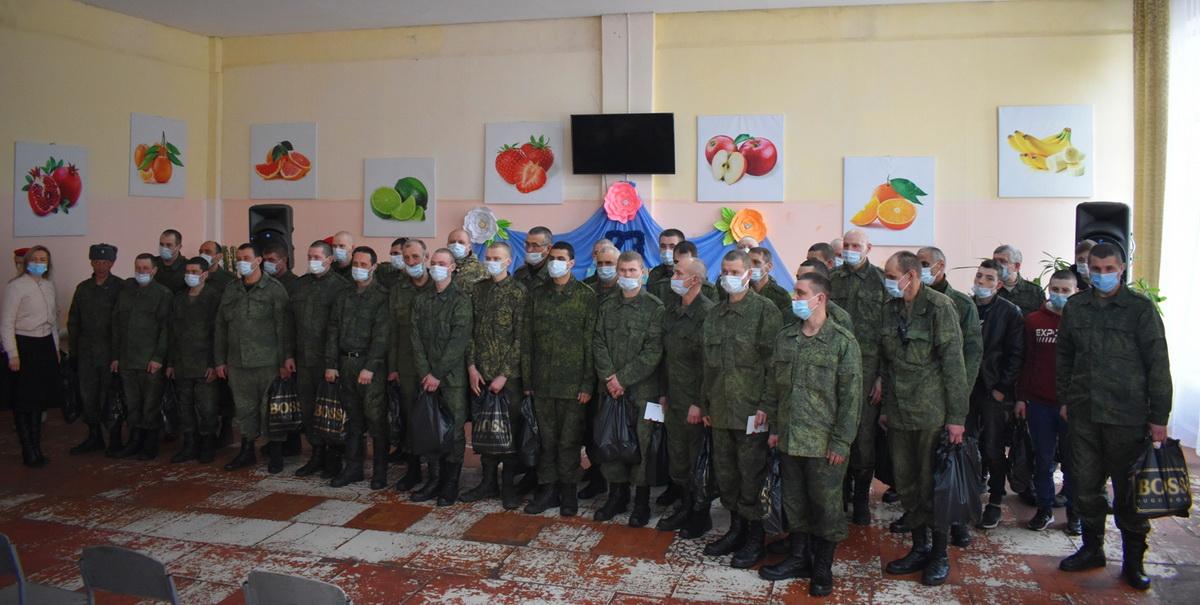Активисты из Брянки вручили подарки военнослужащим Народной милиции ЛНР