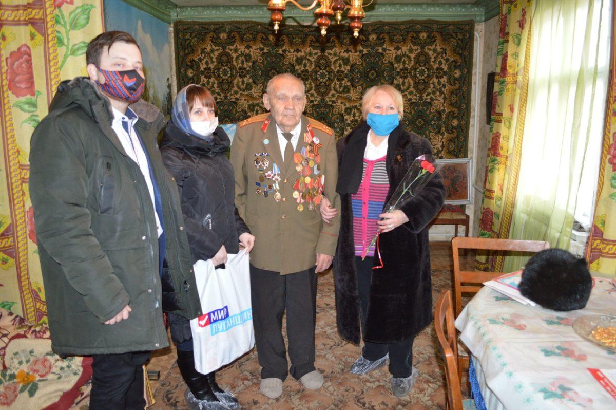 В Свердловске поздравили ветеранов с Днем защитника Отечества