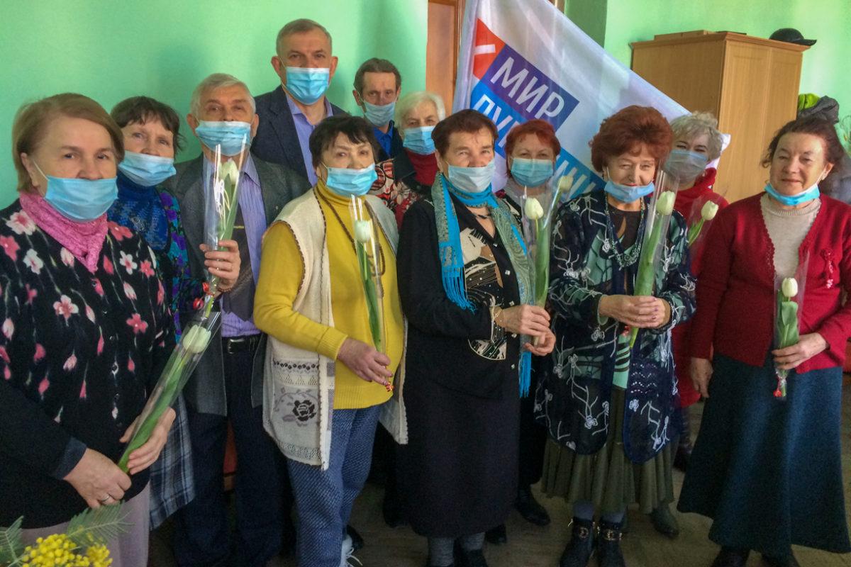 В Краснодоне прошла праздничная встреча активистов проекта «Забота о ветеранах»