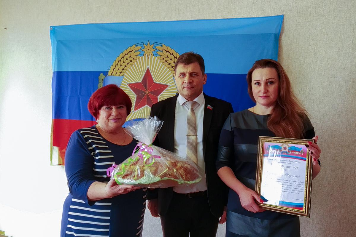 Роман Лысенко вручил благодарственные письма вдовам и матерям погибших защитников Донбасса 3