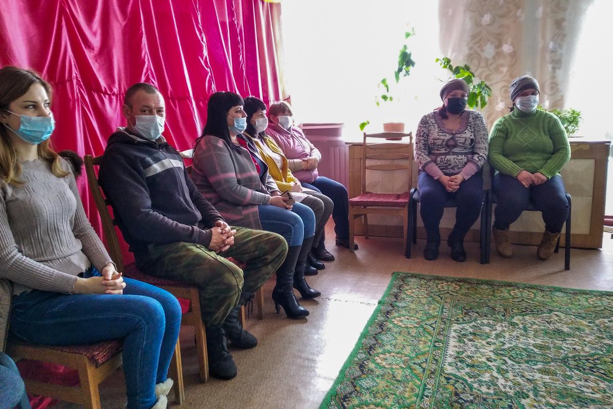 Руководитель исполкома Краснодонского теротделения провел встречу с активистами первичного отделения ОД «Мир Луганщине» 3