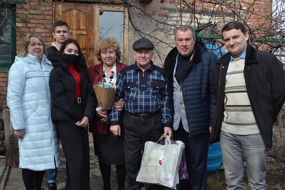 Депутат и активисты «ОД Мир Луганщине» поздравили пенсионера-героя, который в 2015 году подорвал солдат ВСУ