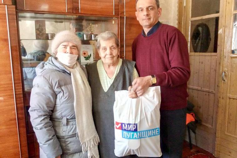 Участницу боевых действий Великой Отечественной войны поздравили с 8 Марта в Перевальском районе