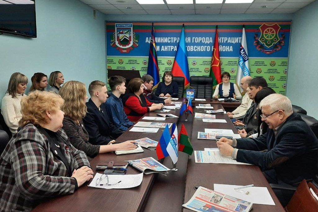 Активисты Общественного движения «Мир Луганщине» отметили годовщину начала Русской весны 5