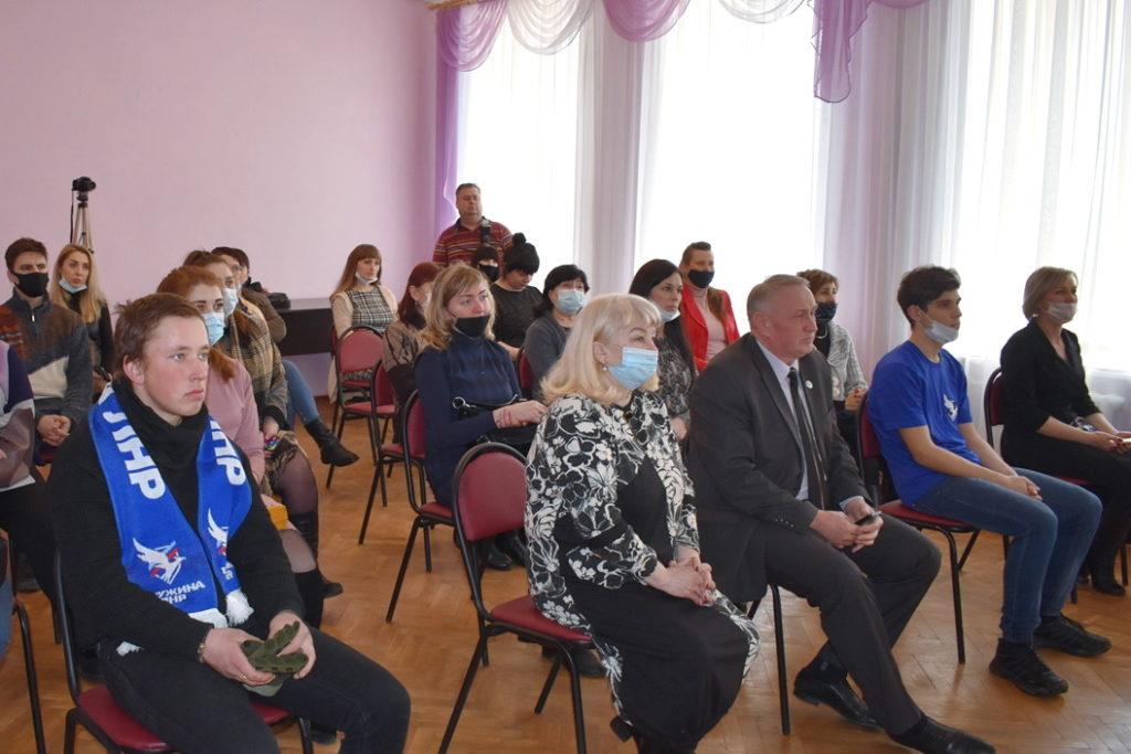 Активисты Общественного движения «Мир Луганщине» отметили годовщину начала Русской весны 6
