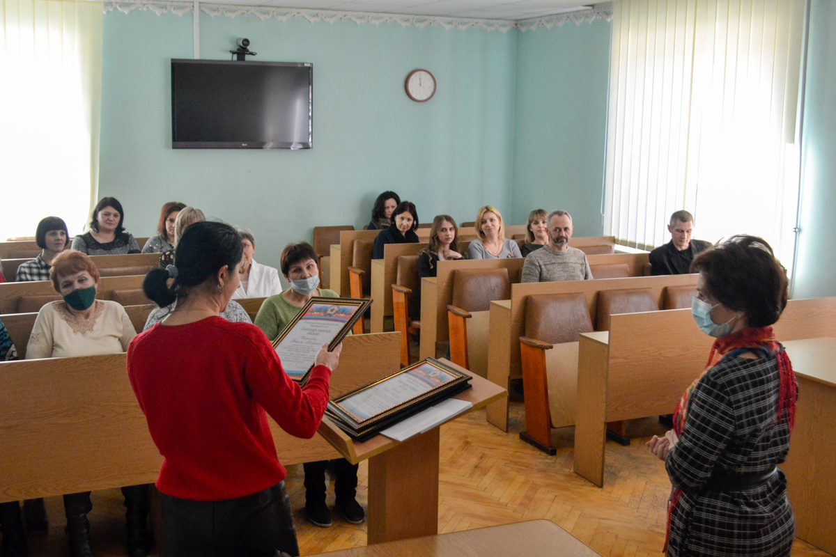 С наступающим Международным женским днём поздравили жительниц города Ровеньки 2