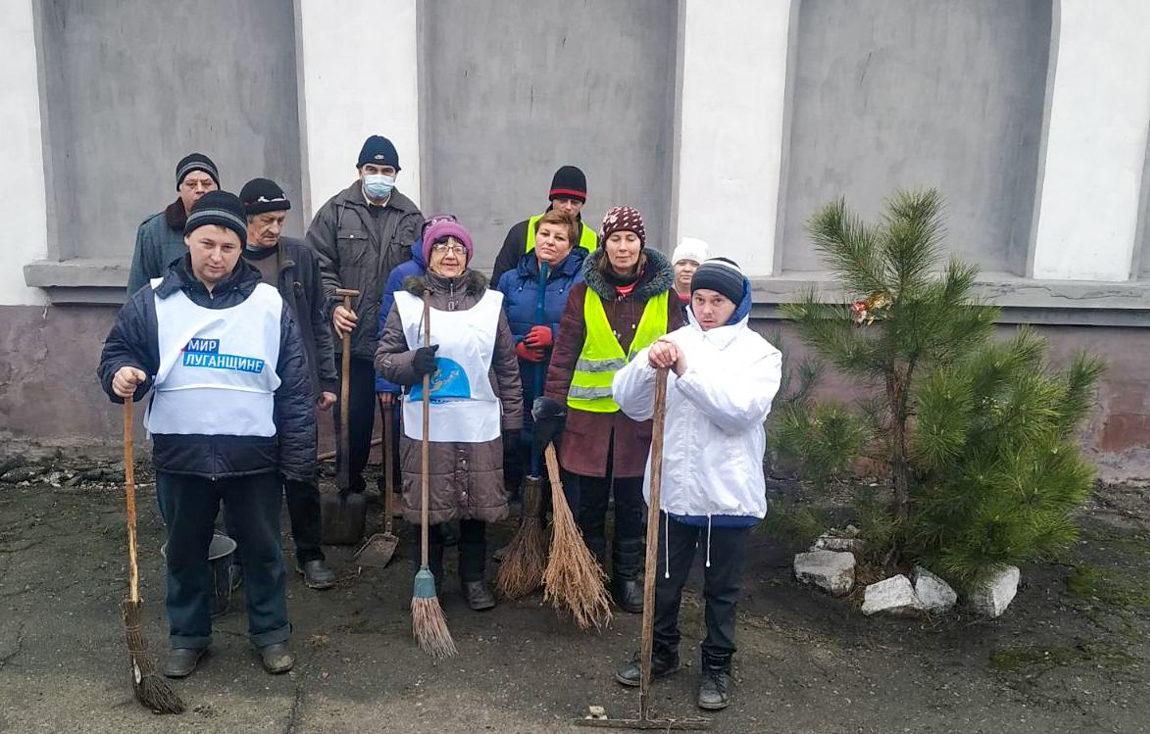 Активисты жилого массива Сабовка города Брянки провели субботник