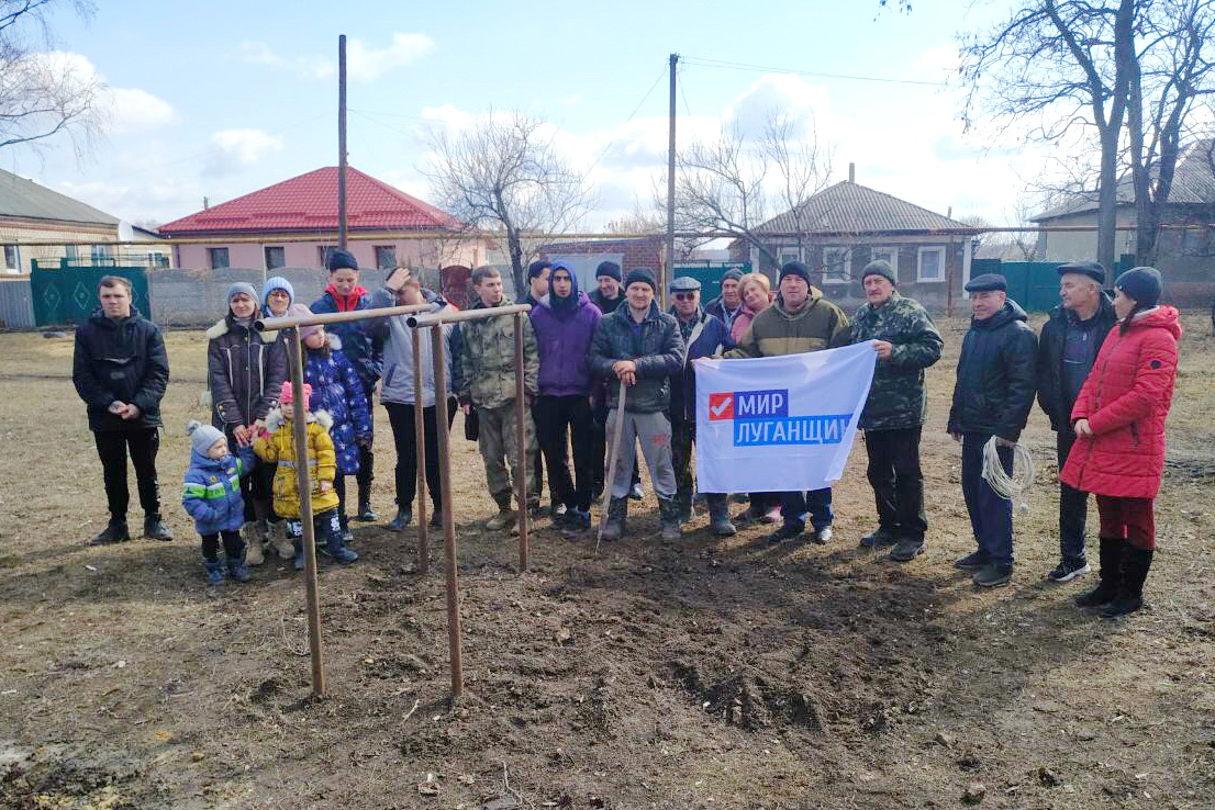 Активисты провели субботник в сквере посёлка Большая Вергунка