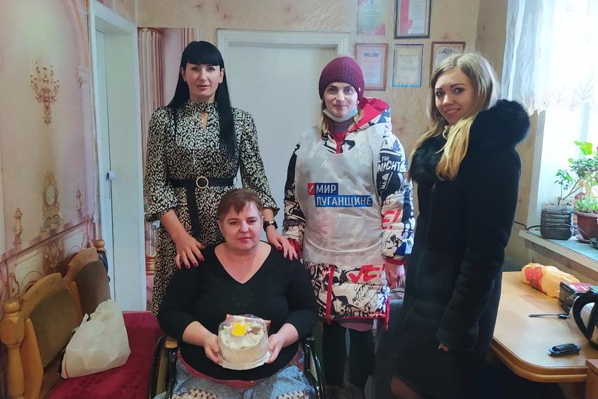 В посёлке Дзержинский города Ровеньки поздравили с Международным женским днем бывшую военнослужащую ЛНР