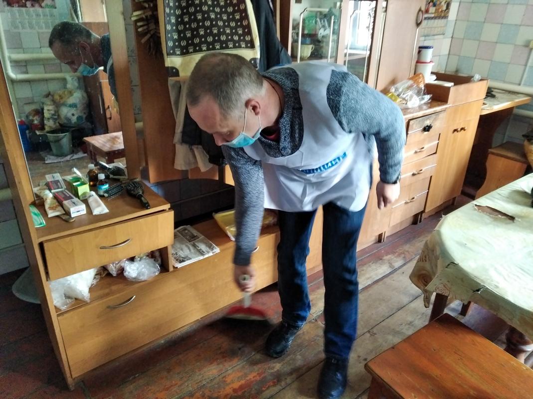 В рамках акции «Начни с себя» сотрудники ОД «Мир Луганщине» в разных городах ЛНР помогли  17 жителям 3