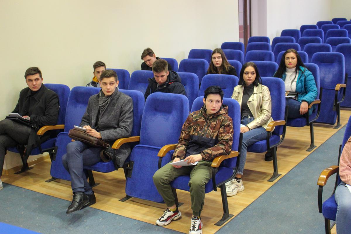 Филипп Кобцев провёл тренинг для активистов проекта «Мы помним!» ОД «Мир Луганщине» 1