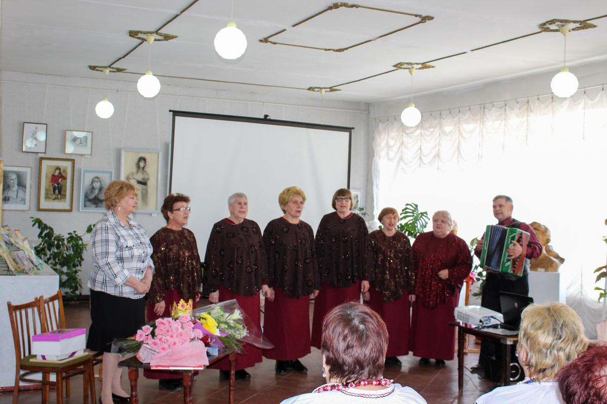 Активистку проекта «Забота о ветеранах» ОД «Мир Луганщине» поздравили с 75-летимем в Кировске