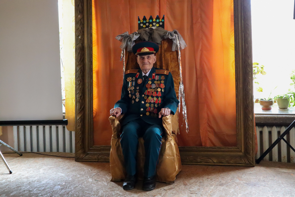 В Луганске поздравили ветерана Великой Отечественной войны с 95-лет