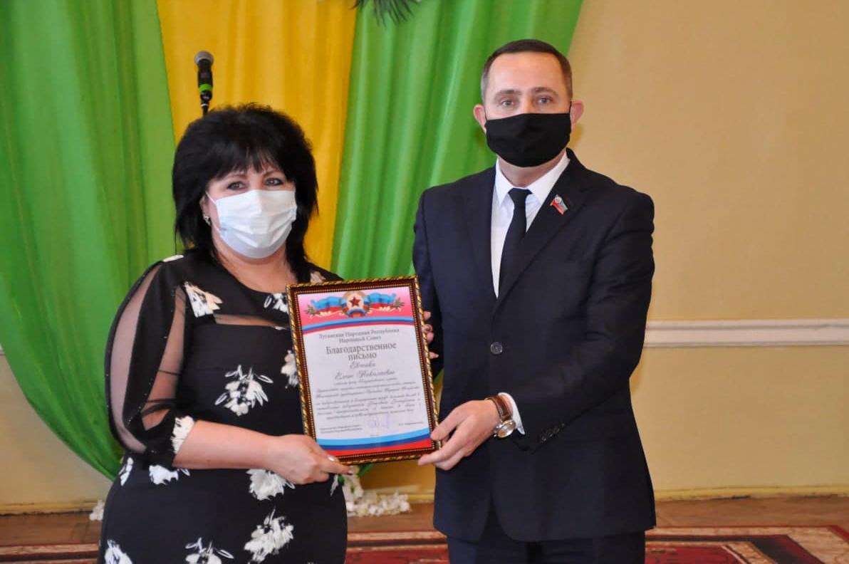 Женщин Стаханова поздравили с наступающим Международным женским днём 4