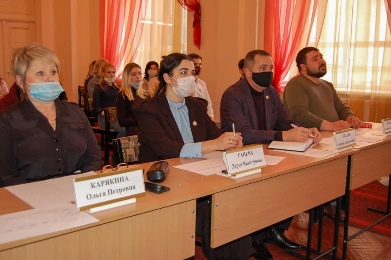 В Стаханове прошел дебатный турнир, посвященный Дню защитника Отечества 1