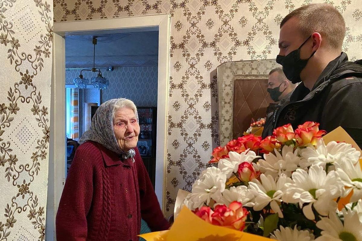 Представители ОД «Мир Луганщине» в Луганске поздравили ветерана Татьяну Воронину с 100-летием