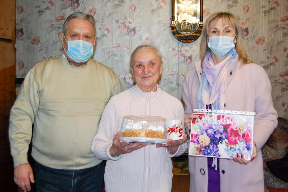 Ветерана из Стаханова активисты ОД «Мир Луганщине» поздравили с 80-летием