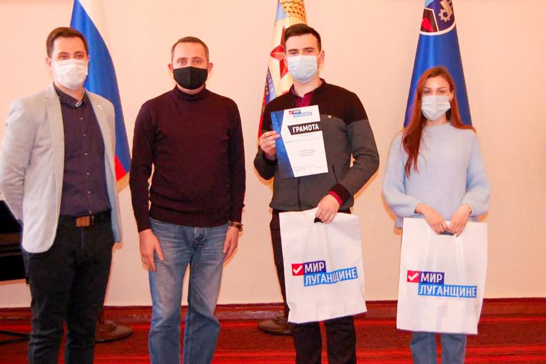 В Стаханове активисты приняли участие в дебатном турнире