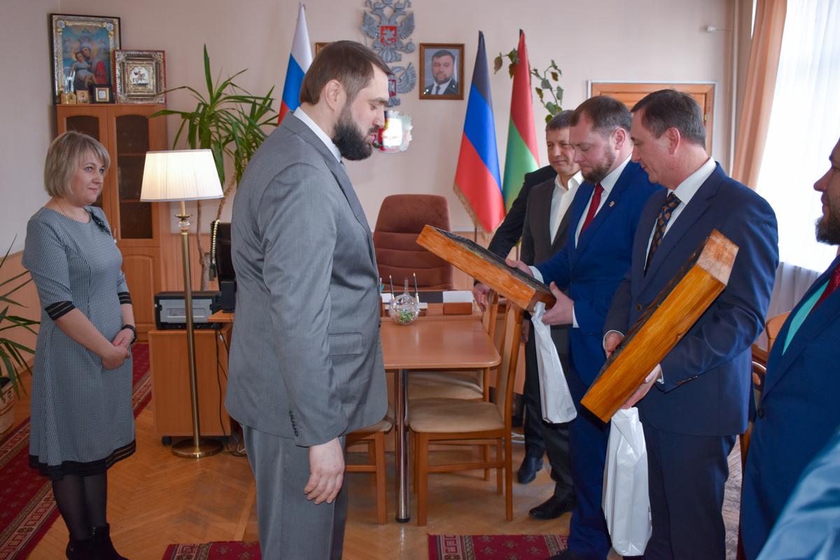 Делегация из Брянки с официальным визитом посетила Дебальцево ДНР