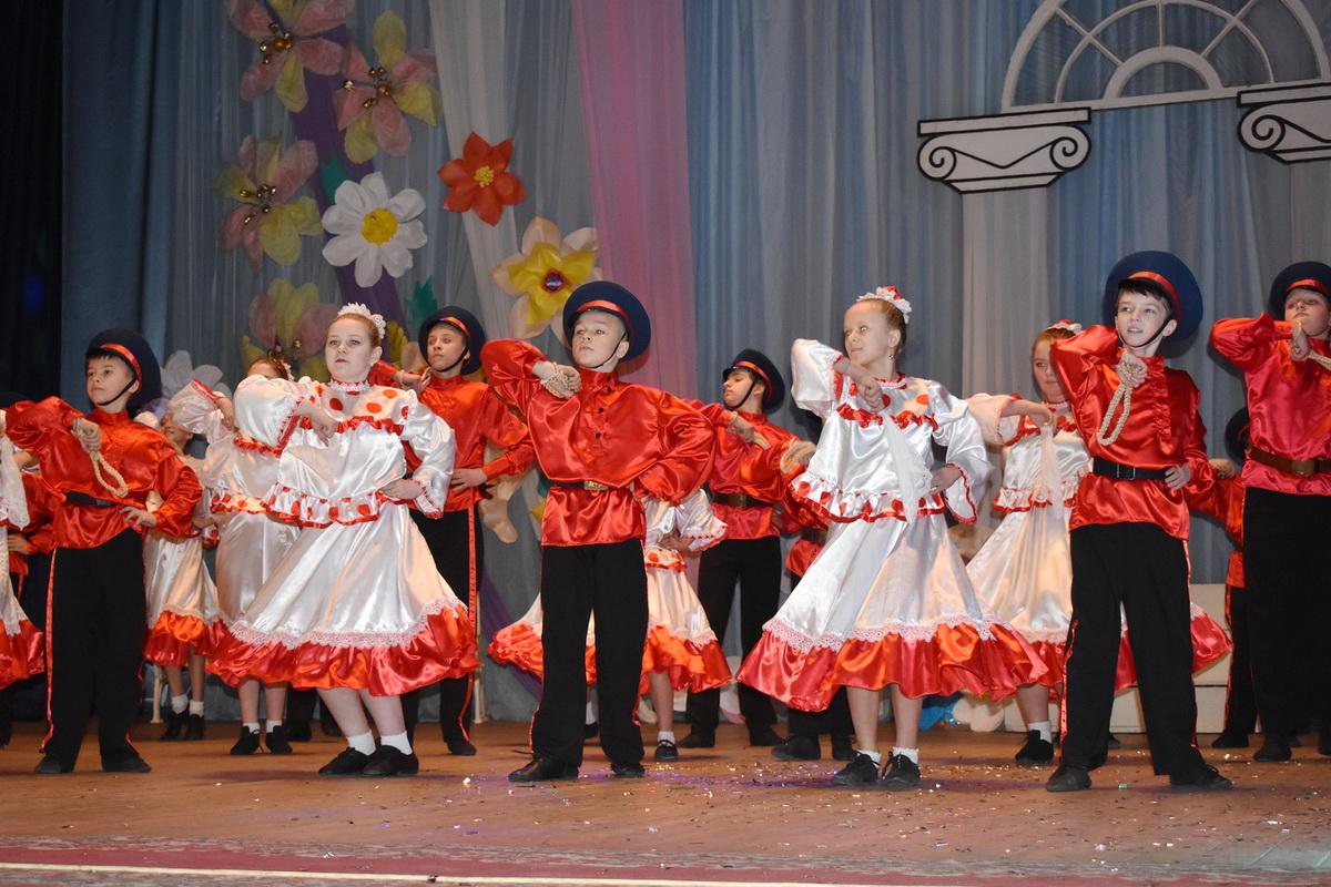 Праздничный концерт к 8 Марта прошёл в Брянке