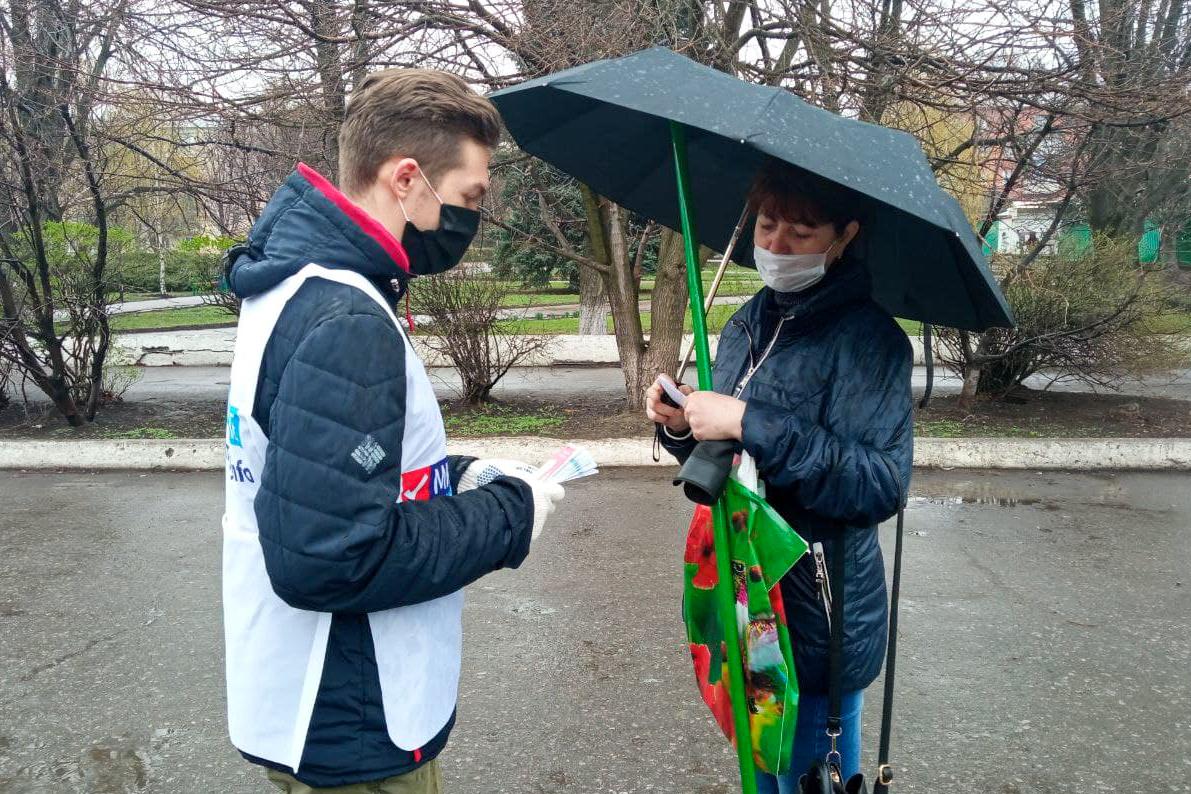 Активисты Перевальска и Кировска рассказали прохожим о Дне донора ЛНР 3