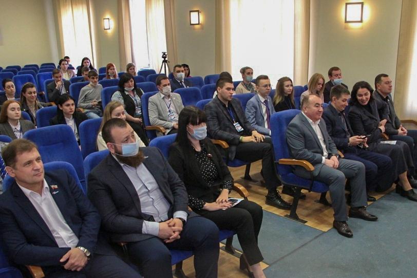 Финальные дебаты кандидатов в депутаты Молодёжного парламента ЛНР прошли в Луганске 3