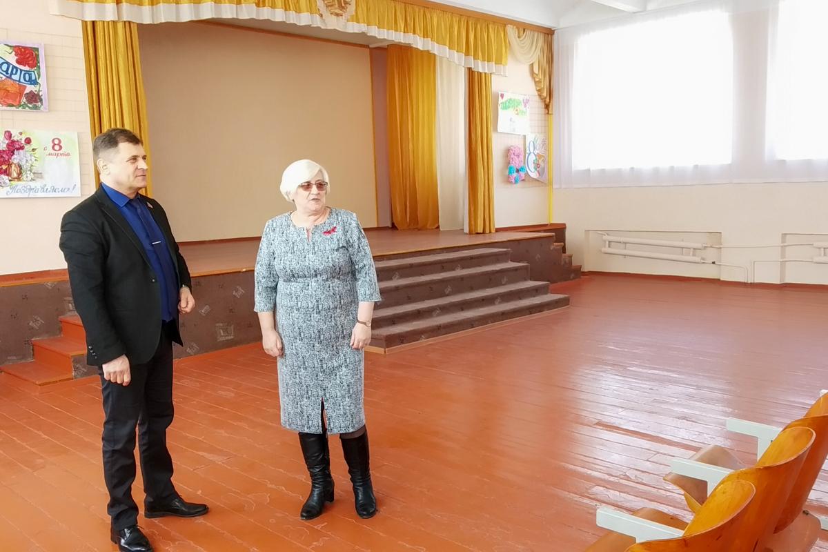 Роман Лысенко с рабочим визитом посетил Алчевскую среднюю школу № 3 имени Николая Бабанина