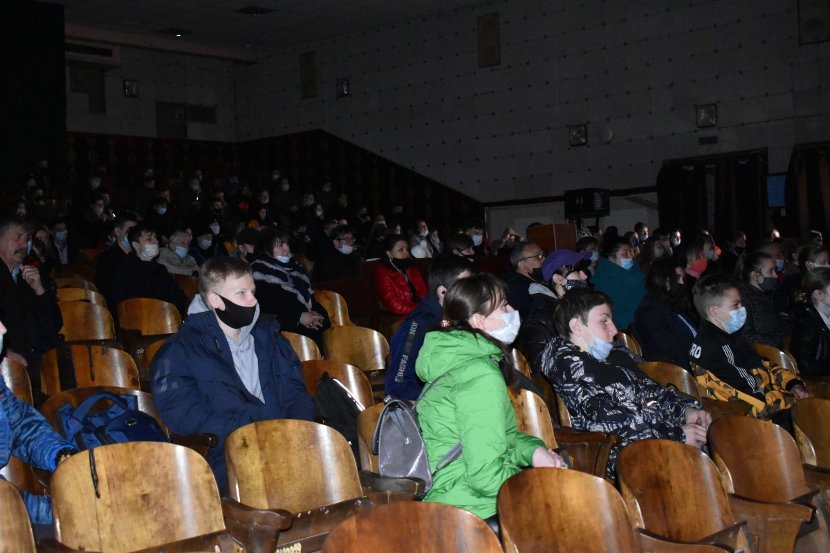 В Первомайске и Кировске показали рок-оперу «Распятая юность», которую инициировал депутат Михаил Голубович