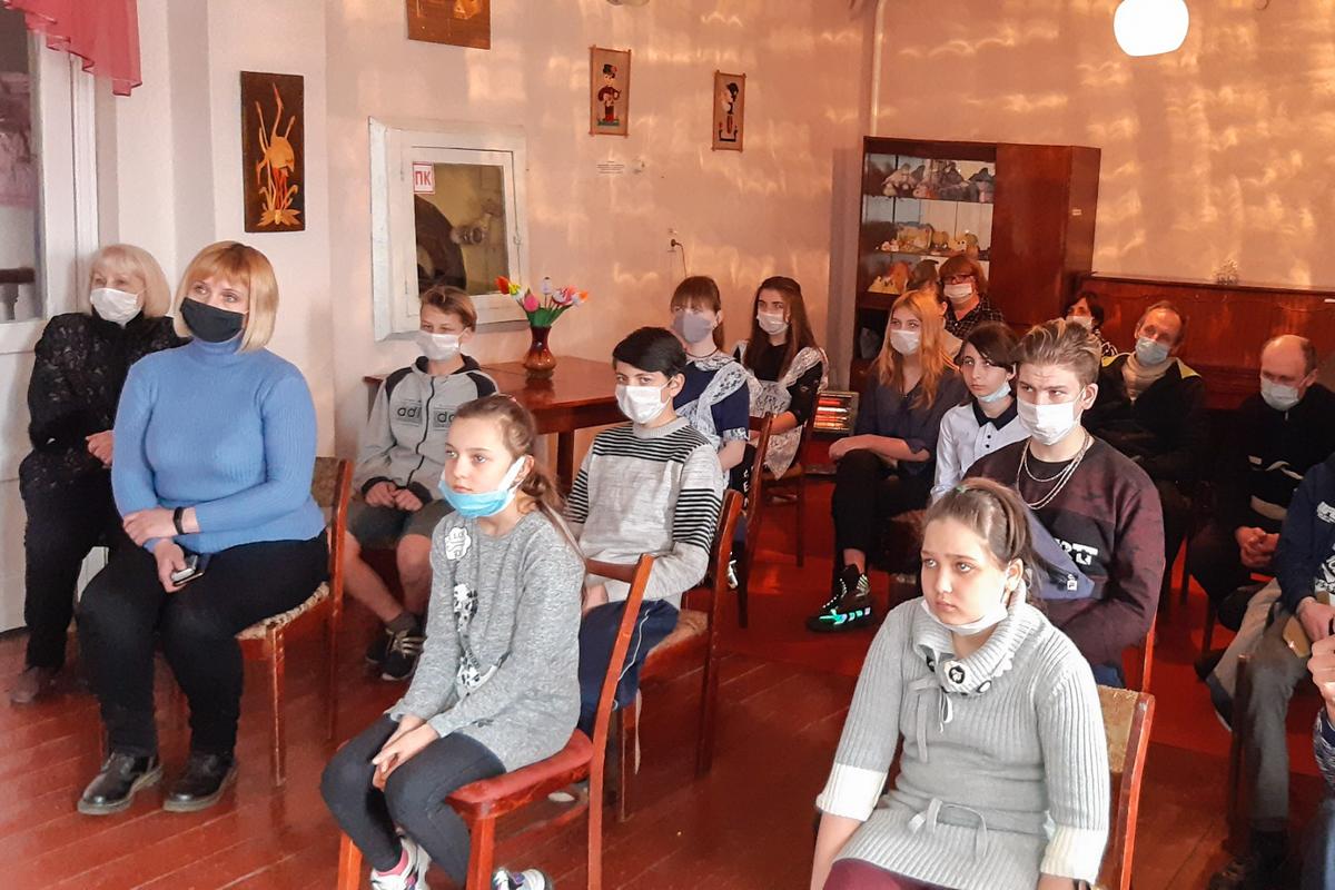 В Брянке прошла литературно-музыкальная гостиная «Погромский Николай Александрович: «путь выстланный траурной болью…»