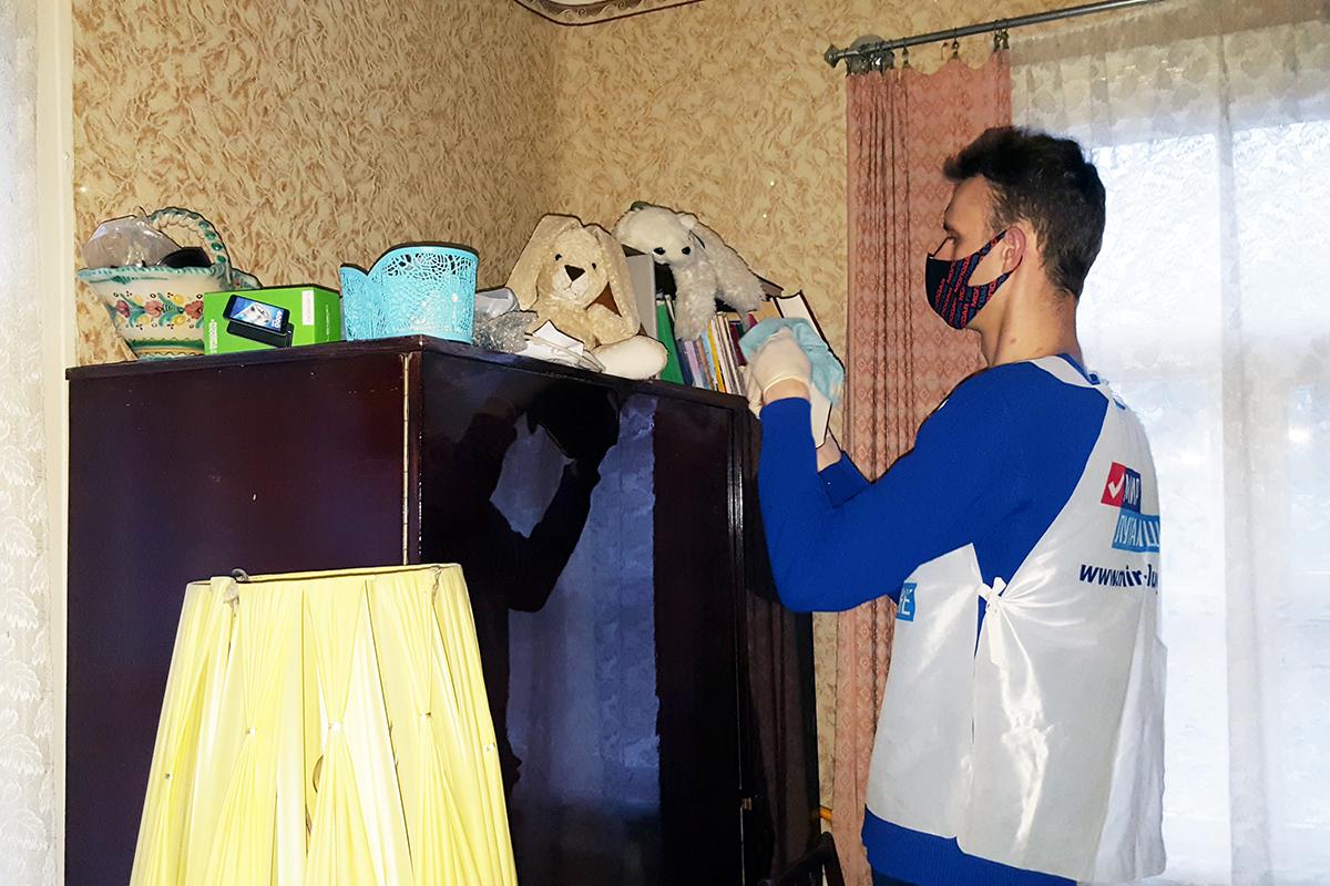 Работники ОД «Мир Луганщине» в рамках акции «Начни с себя» оказали помощь жителям Республики 6