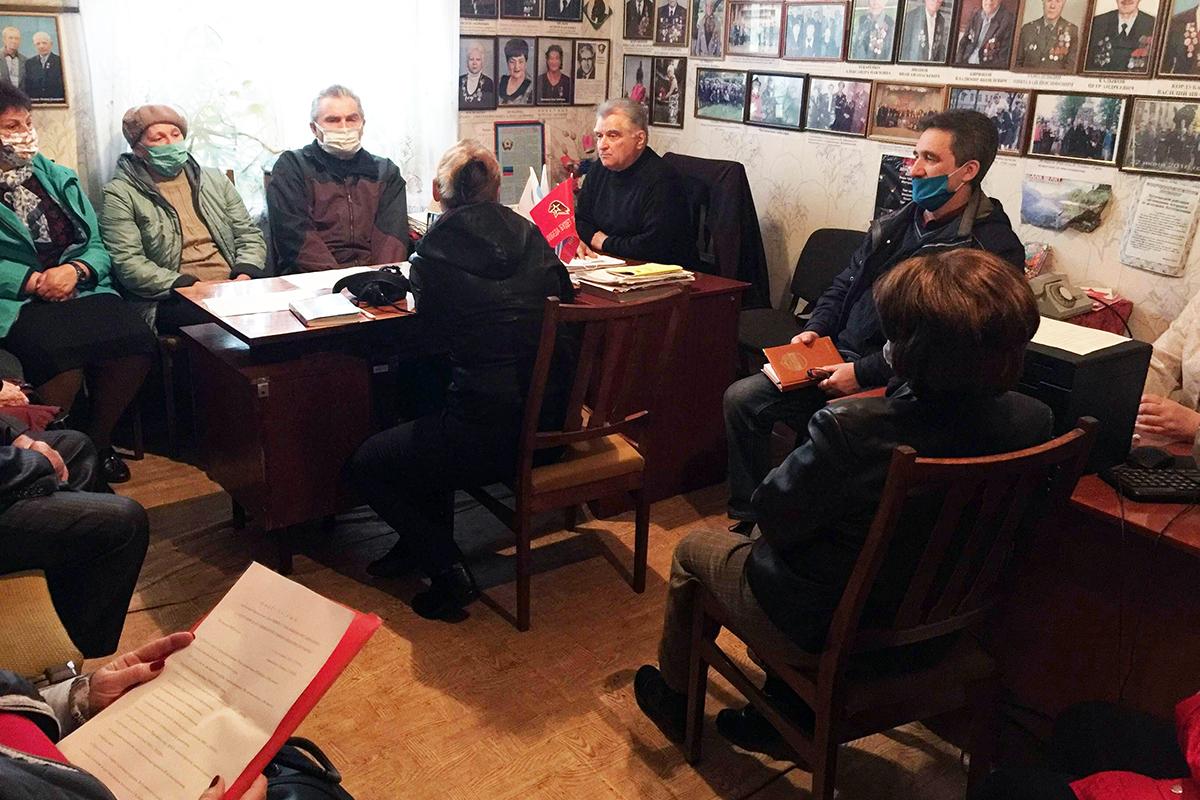 В Лутугино работники терисполкма движения встретились с активистами ветеранского движения