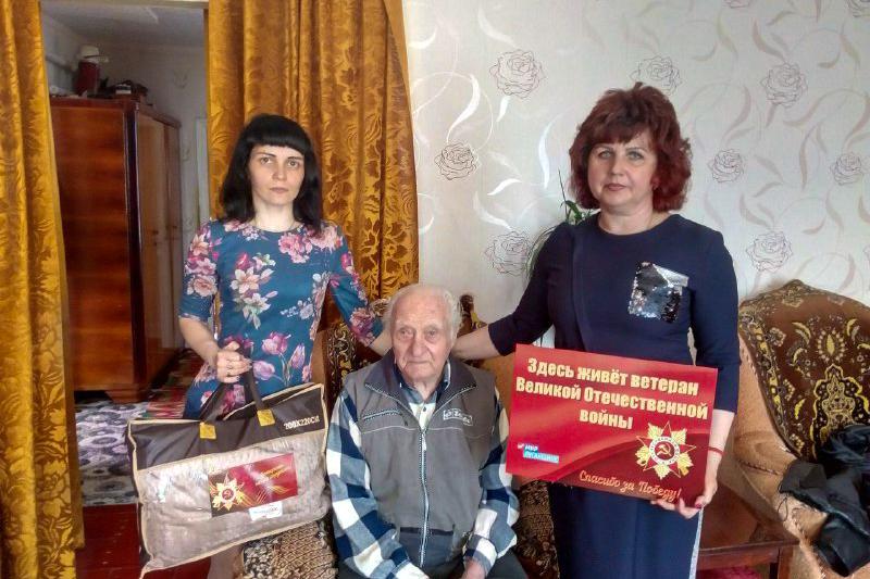 В Перевальском районе представители ОД«Мир Луганщине» посетили участника боевых действий Великой Отечественной войны