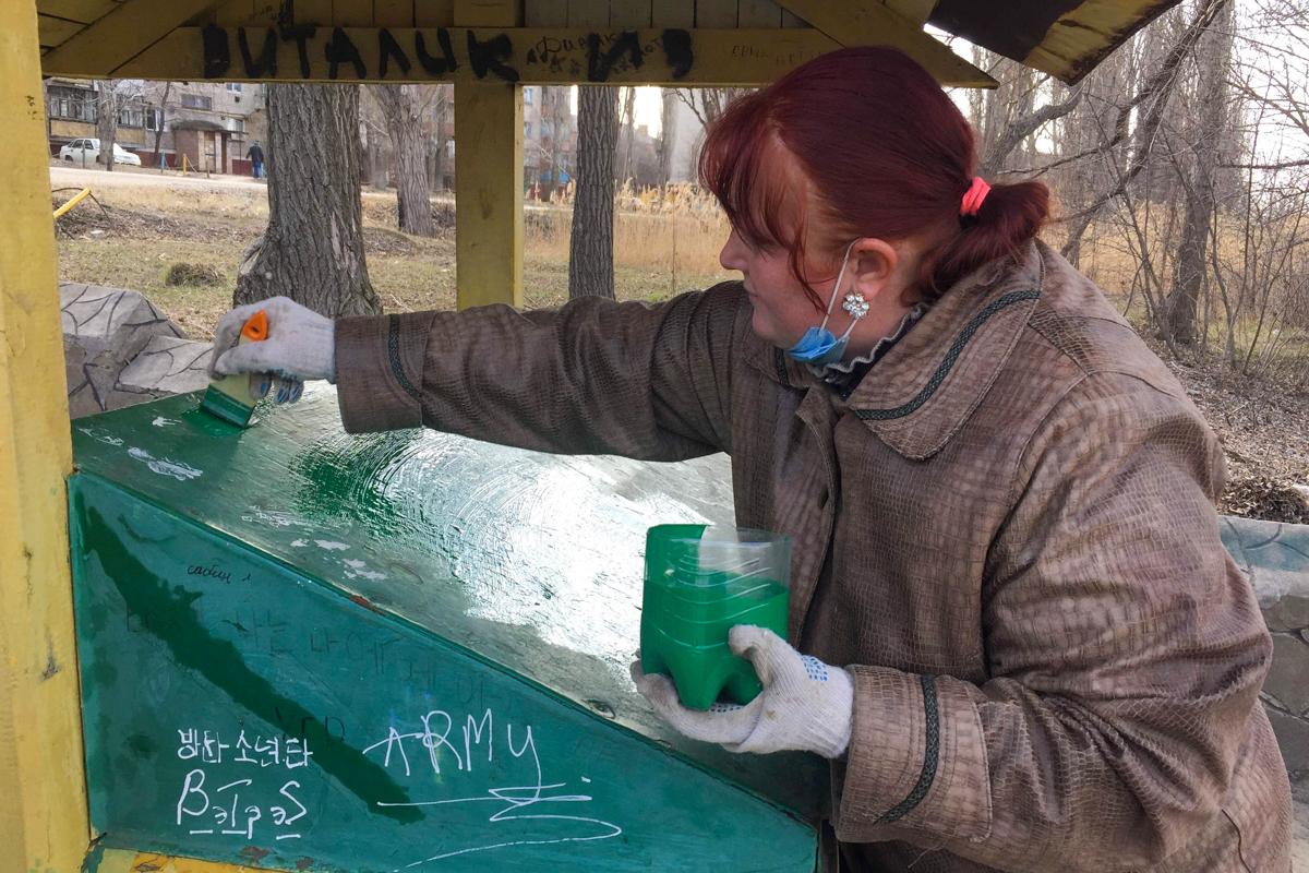 В Лутугино активисты Общественного движения «Мир Луганщине» провели субботник