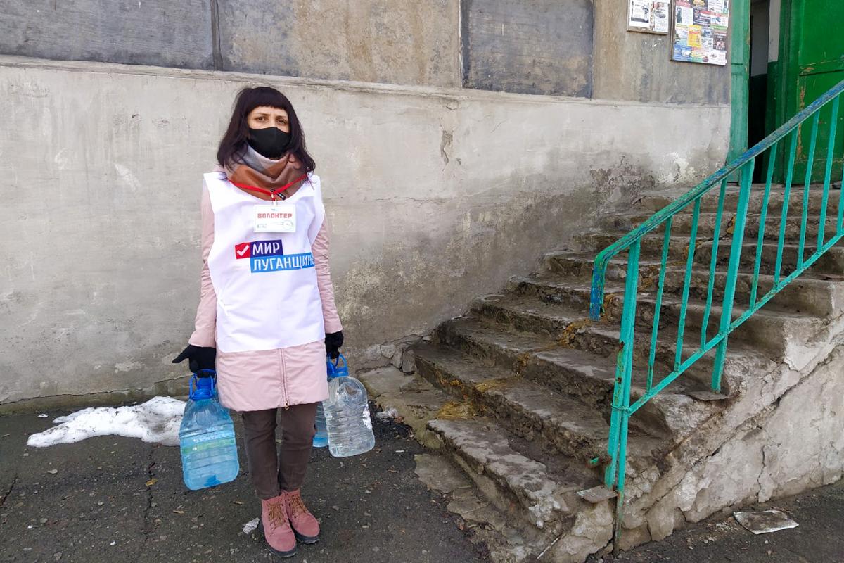 Волонтёры Перевальска помогли пожилой жительнице в рамках акции «Рука помощи»