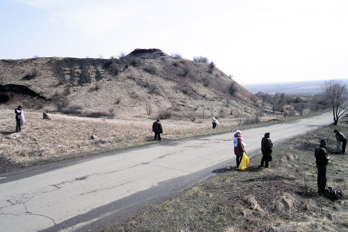Краснодонские активисты провели субботник в поселке Урало-Кавказ