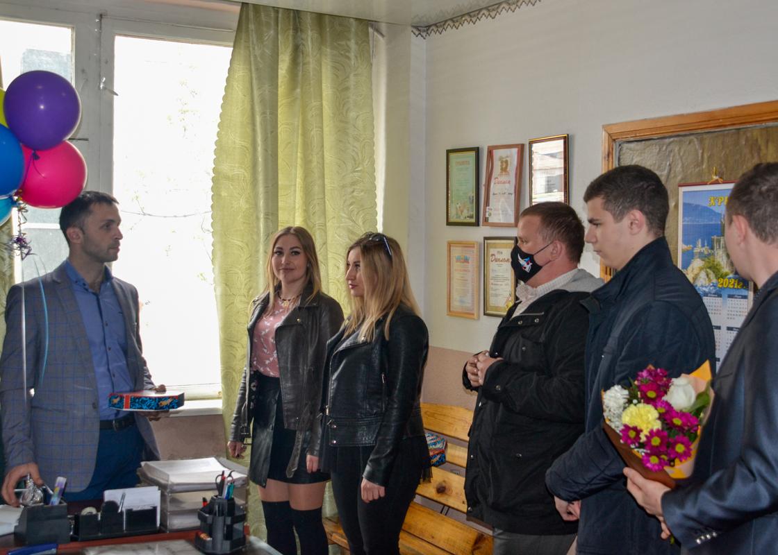 В Ровеньках поздравили с Праздником Весны и Труда рабочую молодёжь 2