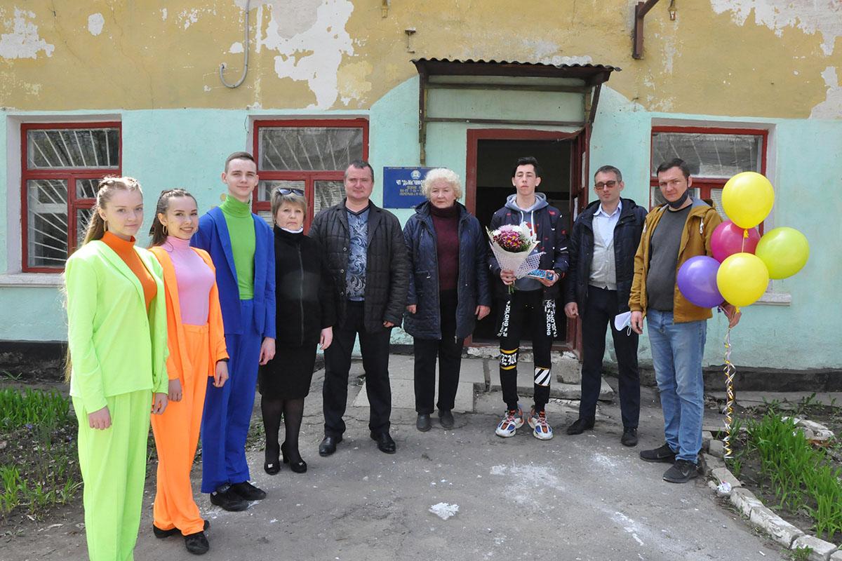 В Стаханове молодых рабочих поздравили с наступающим Праздником Весны и Труда