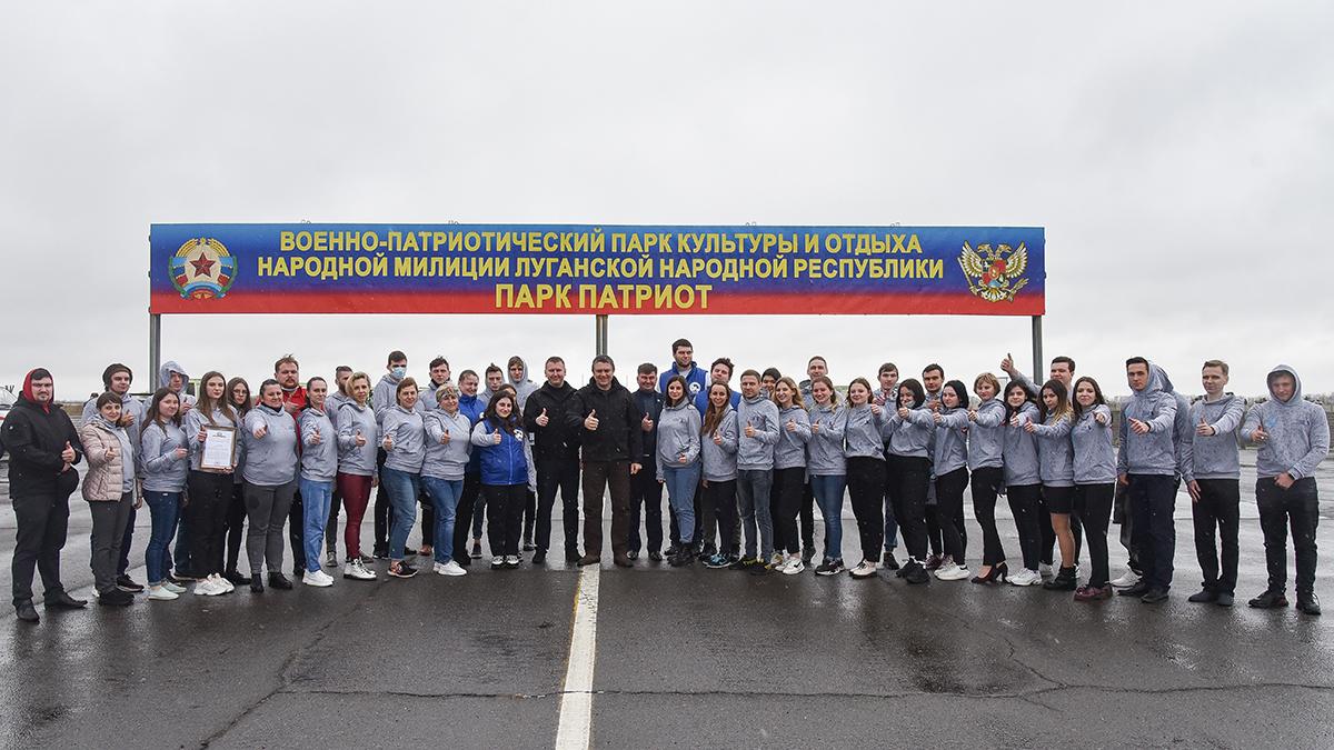 Леонид Пасечник встретился с волонтёрами Республики