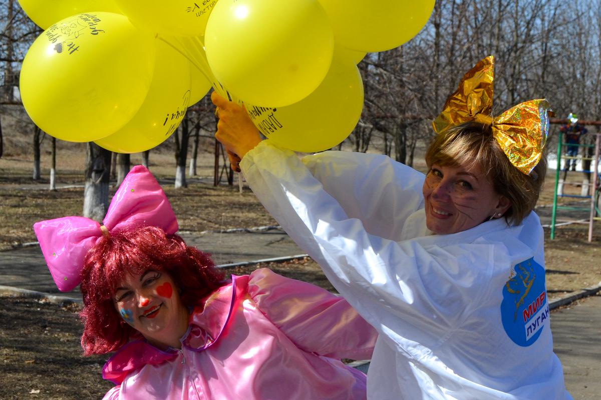 В посёлке городского типа Фрунзе активисты отметили День смеха