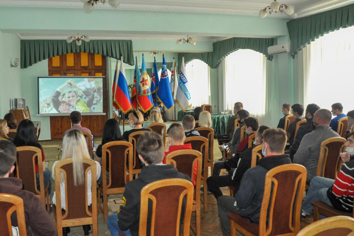 В Стаханове состоялась встреча «Человек. Вселенная. Космос» ко Дню космонавтики 3