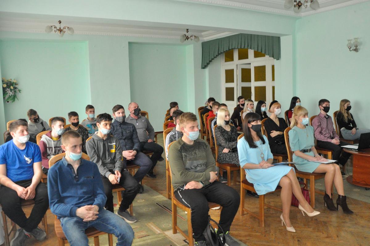 В Стаханове состоялась встреча «Человек. Вселенная. Космос» ко Дню космонавтики