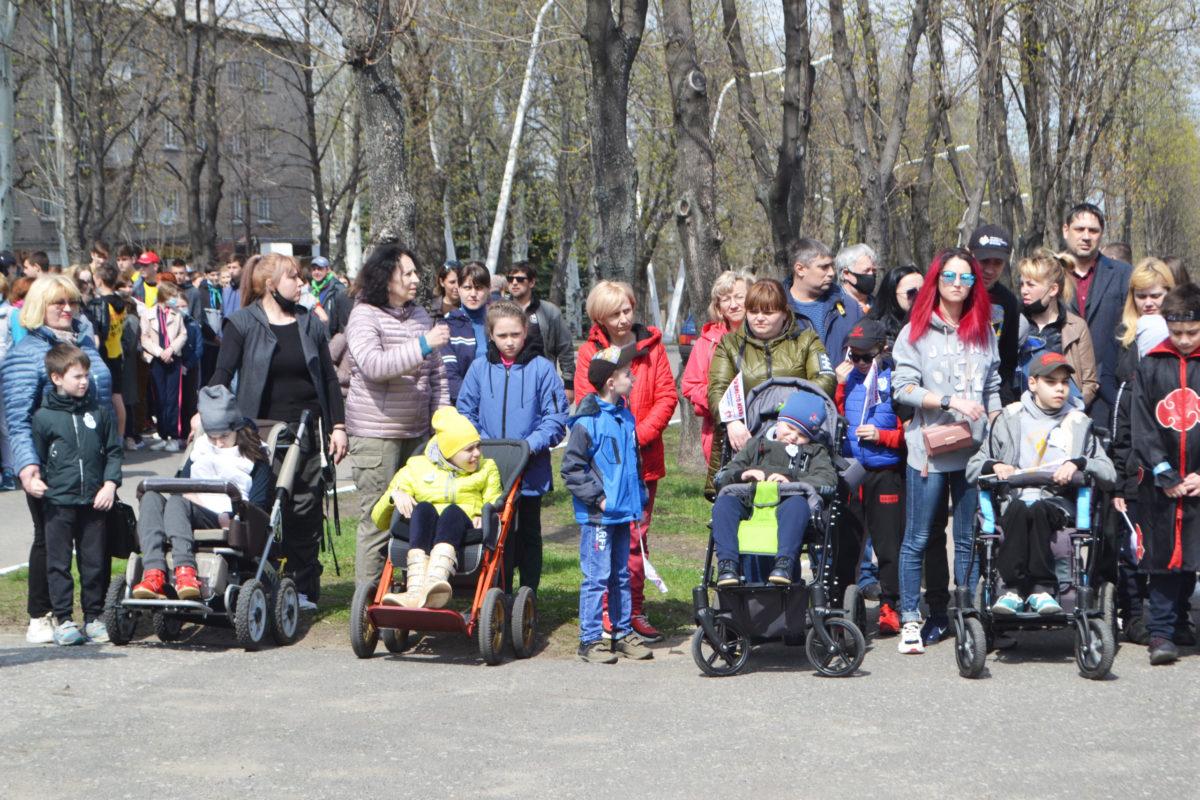 «Беги вместо меня» – на благотворительном забеге в Стаханове собрали 230 тысяч рублей на реабилитацию детей с инвалидностью 1