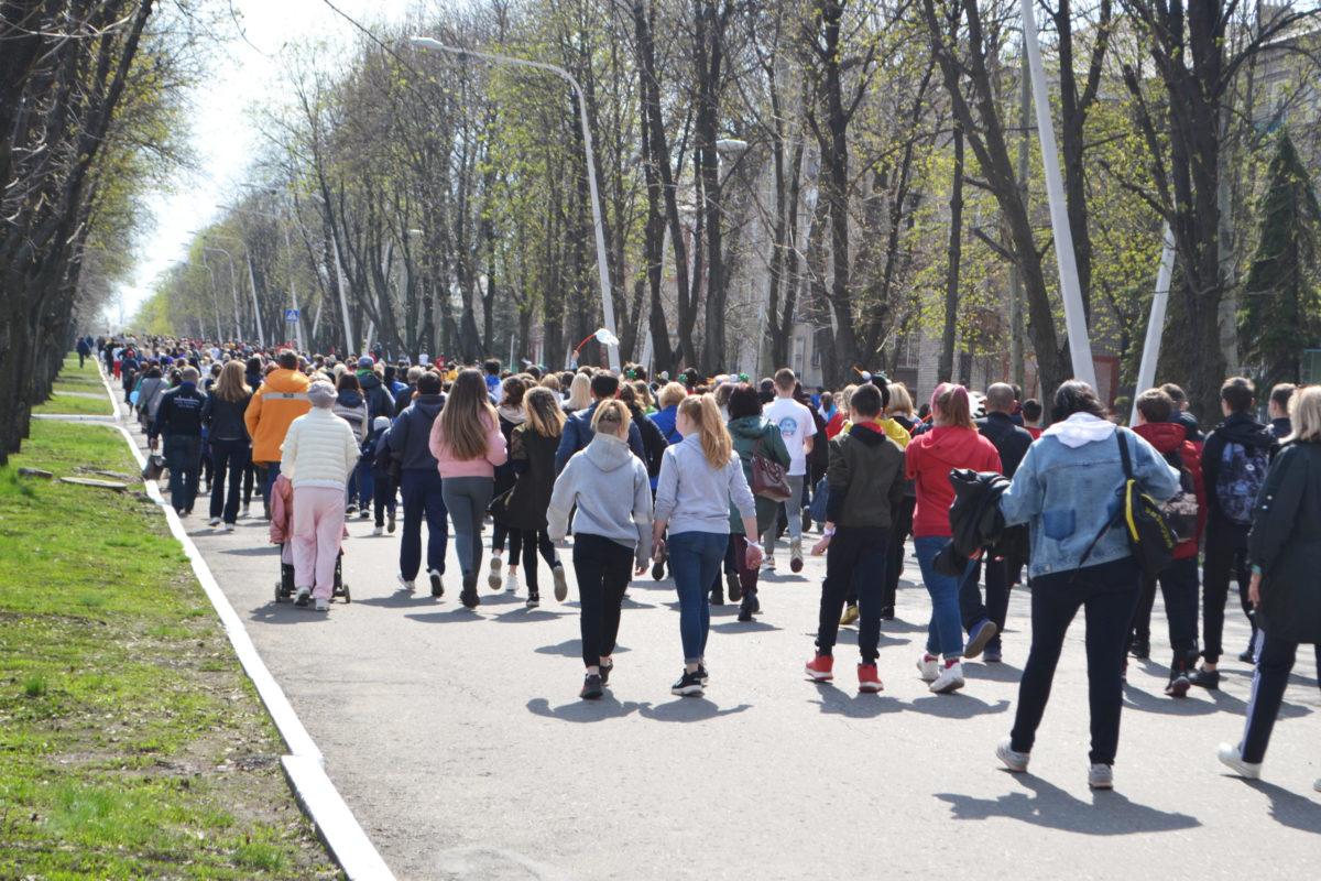«Беги вместо меня» – на благотворительном забеге в Стаханове собрали 230 тысяч рублей на реабилитацию детей с инвалидностью