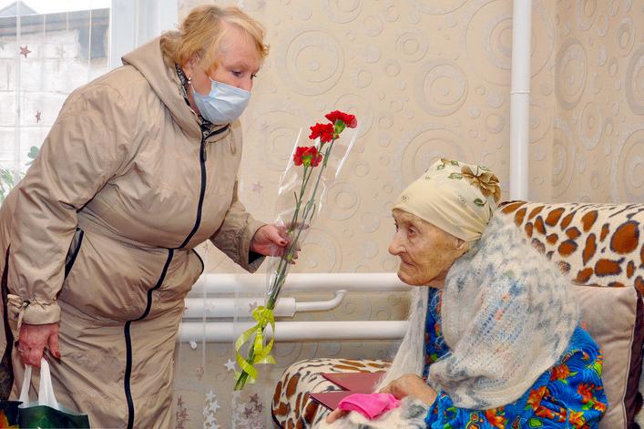 Ветерана из Свердловска поздравили со 100-летним юбилеем 2