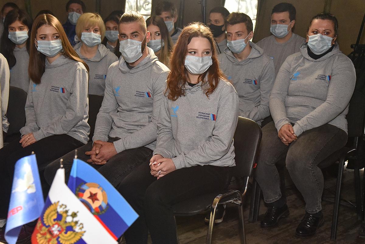 Леонид Пасечник встретился с волонтёрами Республики 3