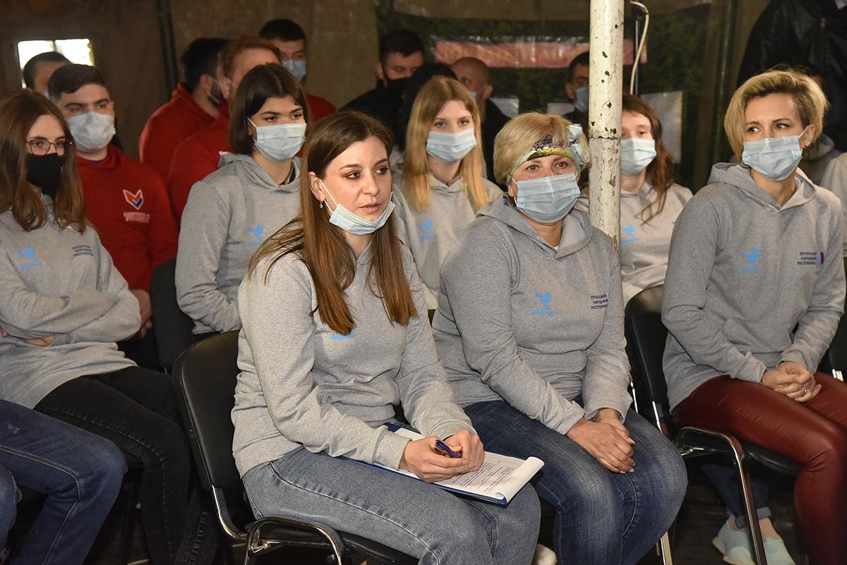 Леонид Пасечник встретился с волонтёрами Республики 2